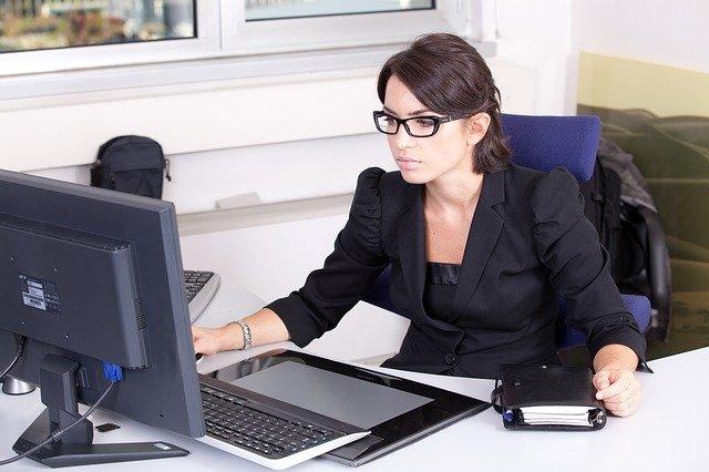 Ưu nhược điểm của dịch vụ kế toán trọn gói và kế toán tại đơn vị